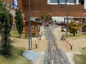 Bahnhofseinfahrt Bad Rainheim mit Stellwerk